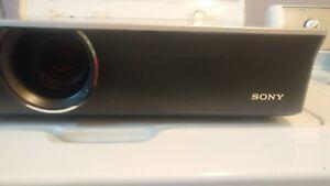 Sony VPL-CX150 LCD Projector XGA 3500 Lumens 4X Digital Zoom