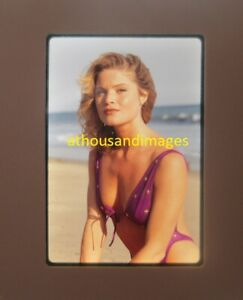35mm Slide Photo Sexy Blonde Hair Woman In Bikini Swimsuit Cleavage ClJG805