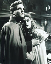 Yvonne Monlaur and David Peel UNSIGNED photo - H7838 - The Brides of Dracula