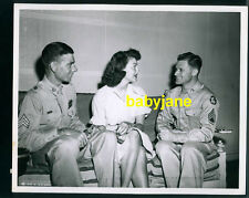 AVA GARDNER VINTAGE 8X10 PHOTO CANDID W/ TWO SOLDIERS BY SIG. C. US ARMY