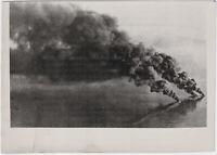 Britischer Geleitzug im Bombenhagel. Orig-Pressephoto, von 1942