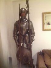 Armure médiéval de chevalier gravée à l'acide du château de Saumanes 19° siècle