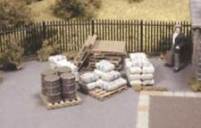 Ratio - 514 - OO Gauge Pack of Assorted Pallets Sacks & Barrels