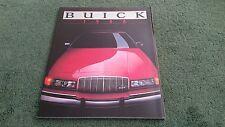 BUICK 1988 RANGE Brochure de 82 pages Riviera Electra Le Sabre Regal Century Skylark