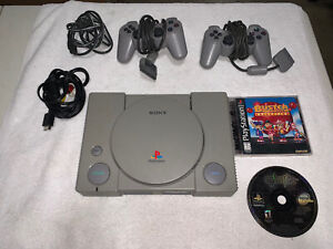 SONY PLAYSTATION 1 (PS1) System, SCPH-7501 W/2 Controllers