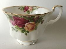 """1962 Royal Albert OLD COUNTRY ROSES Cup 2 3/4"""" - Montrose Shape England"""