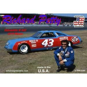 Salvinos J R Richard Petty No.43 Oldsmobile 442 Winner 1979 1:25 Scale Model Kit