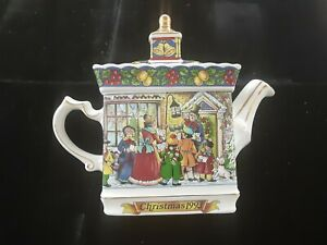 James Sadler Classic Collection 'A Christmas Carol' Pavillion Teapot 1993 Nice!!