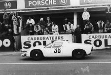 Porsche 910 #38. Stommelen & Neerpasch. Le Mans 1967. 2 Vintage photos. M172