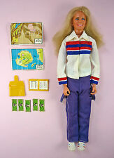 1977 BIONIC WOMAN ACTION FIGURE WITH ORIGINAL OUTFIT PLUS EXTRAS - KENNER