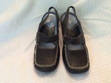 EUC Clarks Indigo Women's  Mary Jane Small Heel Open Backstrap Black Stitching