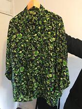 Gianni Versace Classic V2 Beautiful glowing baroque green shirt in Size S. NEW