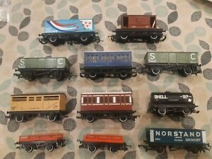 Hornby OO COACHES & WAGONS LOT - RED ARROWS ETC