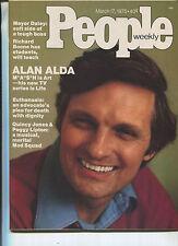 PEOPLE MAGAZINE March 17,1975 Alan Alda Quincy Jones Peggy Lipton