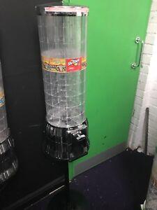 hurleys tubz dispenser / vending takes new £1 sweet toy machine