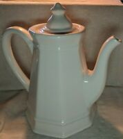 Pfaltzgraff USA Heritage White Coffee or Tea Pot 550 approximately 9 inches tall