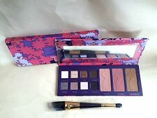 Tarte empower flower Amazonian clay collector's palette and a double-ended brush