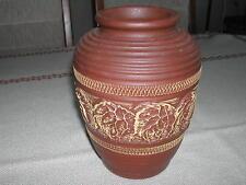 braune handgetöpferte Vase
