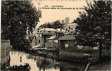 CPA  Nevers - La Niévre dans sa travernée de la Ville   (457020)