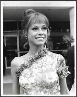 ~ Mary Tyler Moore Arriving at the Emmy Awards Original 1973 Press Photo