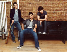 The Jonas Brothers UNSIGNED photo - G422 - Joe, Kevin and Nick