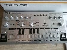 Behringer TD 3 Synthesizer (silber) gebraucht, wie neu! in OVP + Decksaver