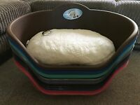 NEW PLASTIC PET CAT DOG BED BASKET WITH LUXURY FLEECE MACHINE WASHABLE CUSHION