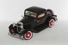1:18 Ford 3 Window Coupe (1932) schwarz | Road Legends 92248 | Modellauto PKW