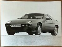 PORSCHE 928 S PRESS PHOTOGRAPH CIRCA 1981 BLACK & WHITE