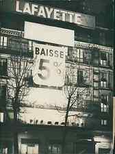 Paris, janvier 1947, soldes aux Galeries Vintage silver print