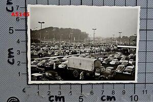 Altes ORIG. FOTO ca. 50er J. PARKPLATZ AUTOS PKW VW KÄFER, LKW, MERCEDES u.a.