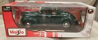 Maisto 1939 Ford Deluxe Green Special Edition 1:18 Scale