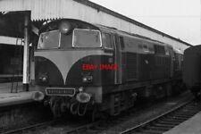 PHOTO  1970 NIR 101 CLASS LOCOMOTIVE 101 EAGLE IN OLD RAILWAY STATION PORTADOWN