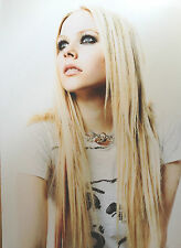 AVRIL LAVIGNE - CHART TOPPING SUPERSTAR - SUPERB COLOUR PHOTOGRAPH
