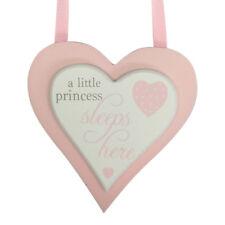 bebé princesa Sleeps Here Corazón Rosa Placa Señal recién nacido regalo madera