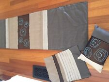 BED THROW AND 2 MATCHING CUSHIONS