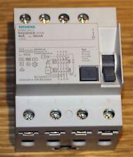 Siemens 5SM3344-4 FI-Schutzschalter, 4-polig, Typ B 40A / 30mA / 400V Typ B
