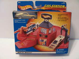 HOT WHEELS Gas Station Playset 2001 - NEW IN BOX