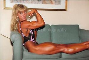 PRETTY WOMAN 80's 90's FOUND PHOTO Color MUSCLE GIRL Original EN 18 13 J