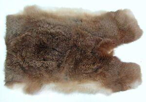 weiches Kaninchenfell graubraun natur, seidiges Haar, Fell vom Kaninchen