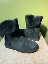 Women's 6 UGG Bailey Button Black Classic Shortl Boots 5803
