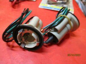 CHEVROLET-CADILLAC-BUICK-PONTIAC-GM 1969-89-CORNERING-TAIL-LIGHT-Socket-LOT OF-2
