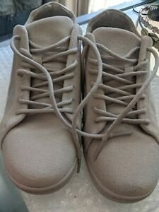 LACOSTE SIZE 39.5 SNEAKERS VERY COMFORTABLE  AND STYLISH AS NEW