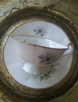 VTG Royal Heritage Bone China Tea Cup & Saucer. Delicate Floral Pattern. EUC.