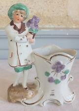 petit vase bouquetière biscuit jeune fille violettes