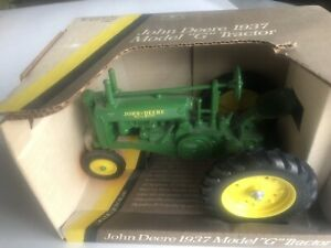 John Deere 1937 Model G Tractor, 1:16 Scale, Die Cast,