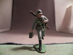 Marx 60mm Warriors of the World WWII German Running with Ammo Box No box or Card
