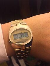 Frühe Alte Digitaluhr chunky 1970 LCD Armbanduhr GRUEN Datum Licht wie BWC Optel