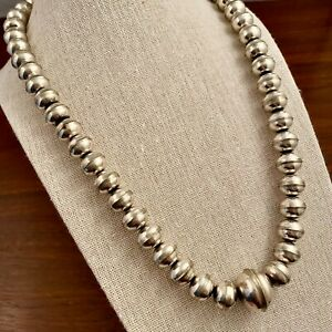 NATIVE AMERICAN NAVAJO STERLING SILVER GRADUATED BENCH BEAD NECKLACE