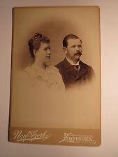 Zofingen - 1894 - Paar - Frau mit Zopf & Mann mit Bart - Kulisse / KAB